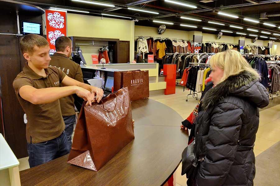 """Обслуживание покупателей в магазине """"Каляев"""""""