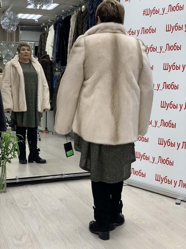 """Шуба из скандинавской норки """"Автоледи"""" с воротником-стойкой, цвет - пудра"""