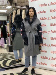 Серое кашемировое пальто с рукавами и английским воротником из меха норки