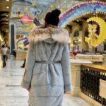 Норковая шуба из канадского меха «Кокон» с капюшоном из рыси, выкладка меха паркетом, цвет небесно-голубой