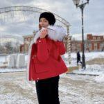 Красная парка с капюшоном, отделанным мехом из лисы, песца и чернобурки